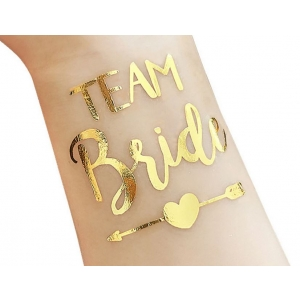 """Kuldne tattoo kirjaga """"Team bride"""""""