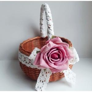 Lillakasroosa roosiga lilleneiu korv